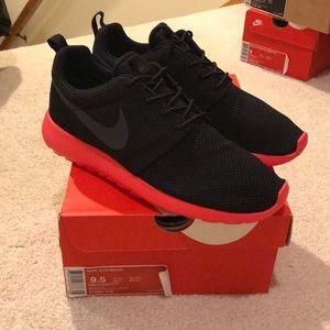 Brand New Nike Siren Red Roshe Run